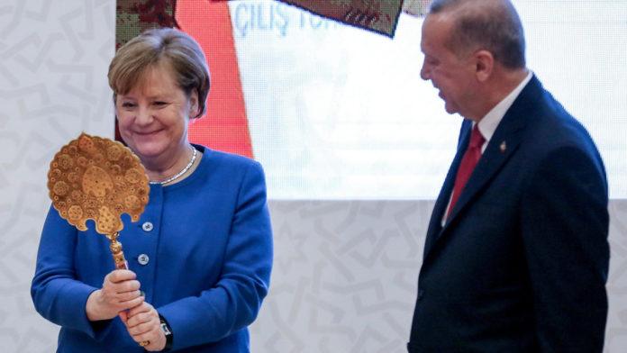 Ердоган подарував Меркель дзеркало
