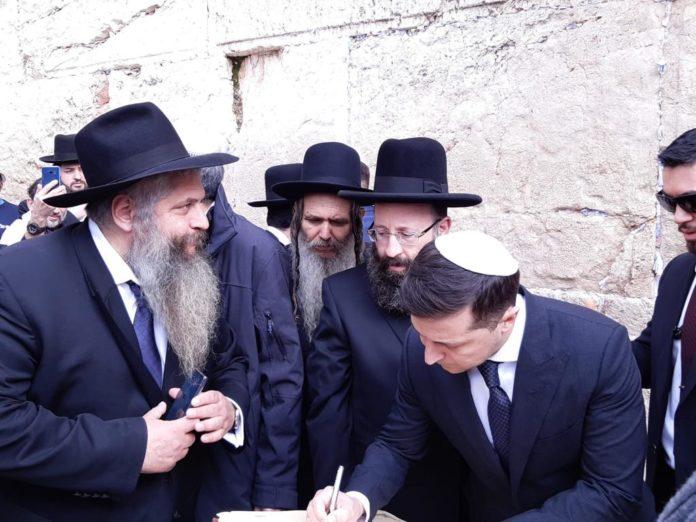 Під час свого візиту до Ізраїлю, Зеленський відвідав Стіну плачу