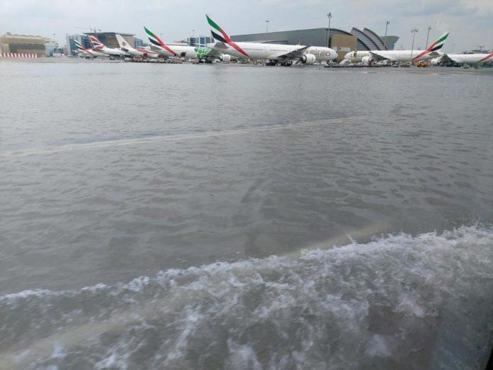 Дубай затопили сильні зливи