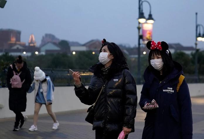 Епідемія в Китаї: число заражених вірусом наближається до 3000