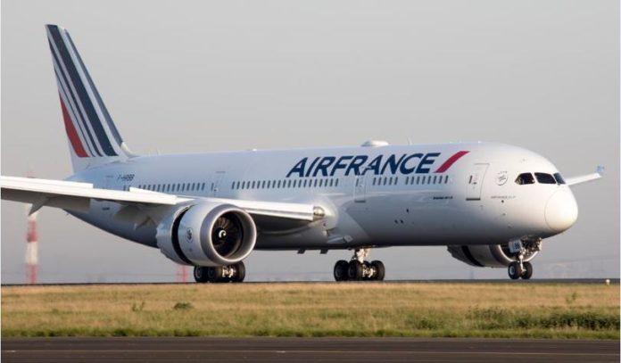 У літаку Air France знайшли тіло дитини
