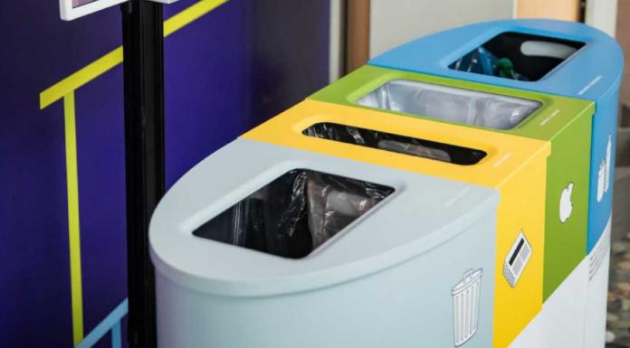Розробили розумні смітники, які сваряться через неправильне сортування