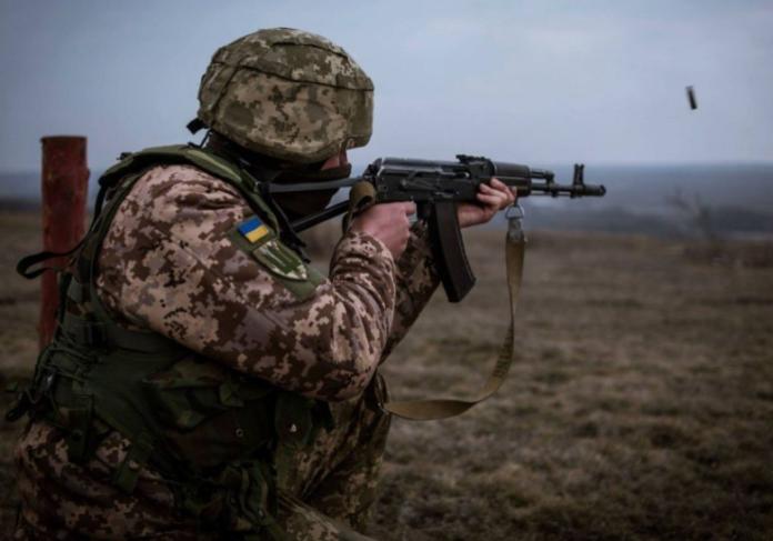 Донбас: Проросійські сили пішли у наступ неподалік від ділянки розведення у Золотому