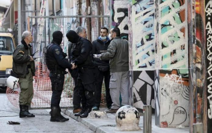 Екзархія: Чотири людини, троє іноземців і один грек, були заарештовані під час поліцейського рейду