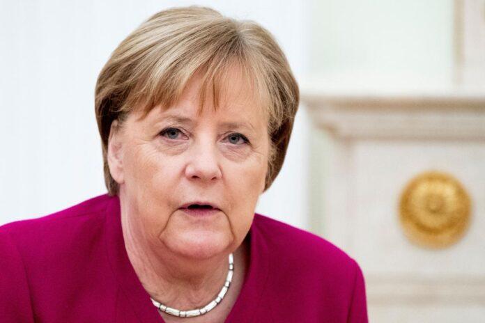 Меркель іде на карантин