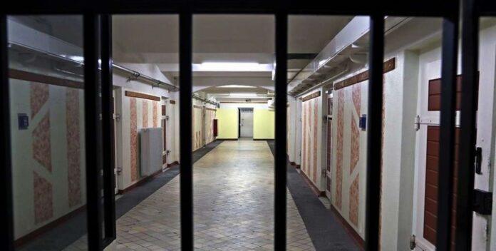 У Німеччині з в'язниць випустили понад тисячу засуджених через спалах COVID-19