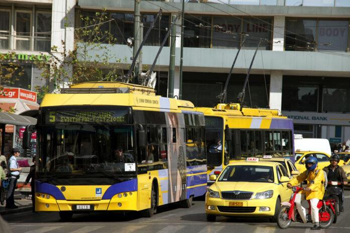 Пасажиропотік міського громадського транспорту в Афінах різко скоротився