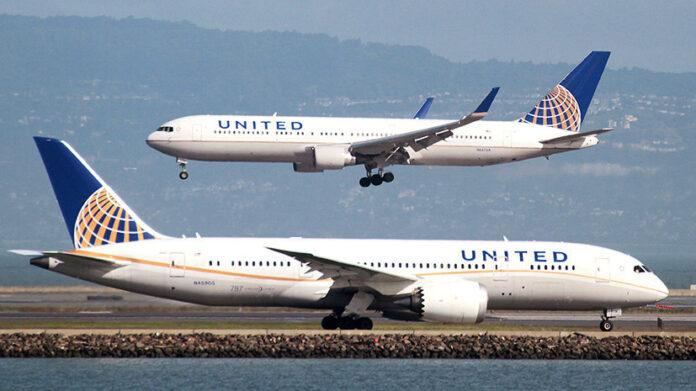 Літак здійснив екстрену посадкупісля того, як пасажири злякалися чиха в салоні