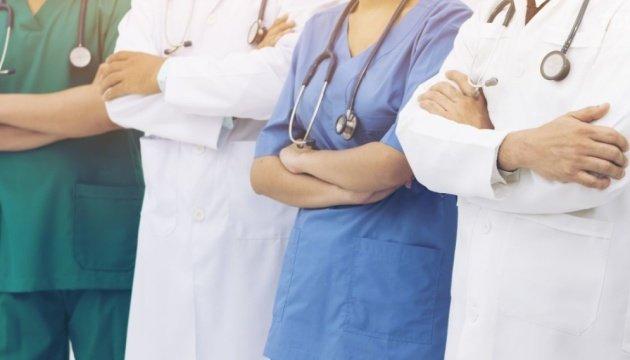 Українці, які перебувають у Польщі, можуть розраховувати на безкоштовні тести на виявлення коронавірусу і безкоштовне лікування