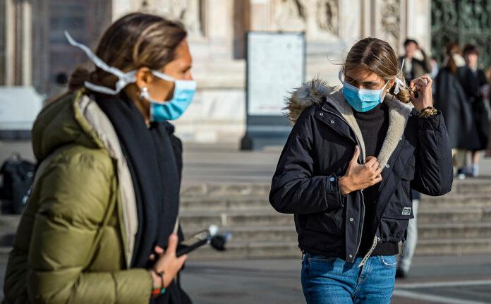 В Італії за незаконний продаж масок просто посеред вулиці затримали українку