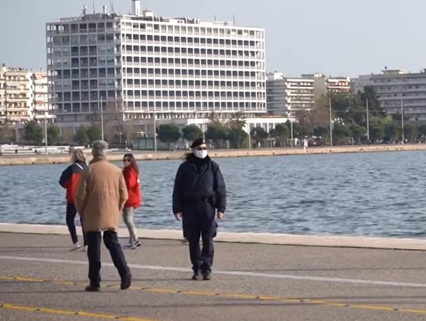 Жителі Салонік влаштували масові прогулянки під час карантину