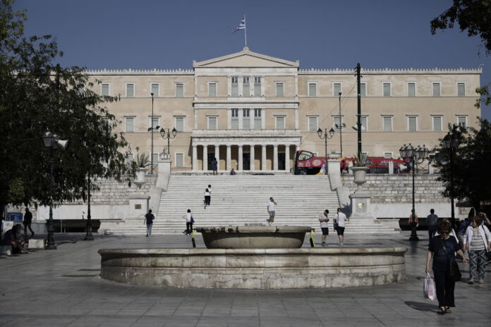 Греція: Міністерство праці отримало скарги від співробітників щодо їх звілнення через коронавірус