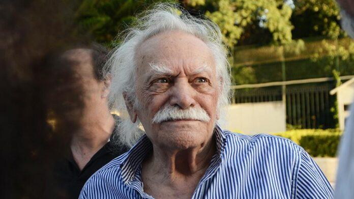 Помер національний герой Греції Маноліс Глезос