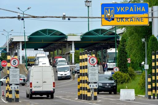 Хто зможе в'їхати в Україну після закриття кордону: пояснення МЗС