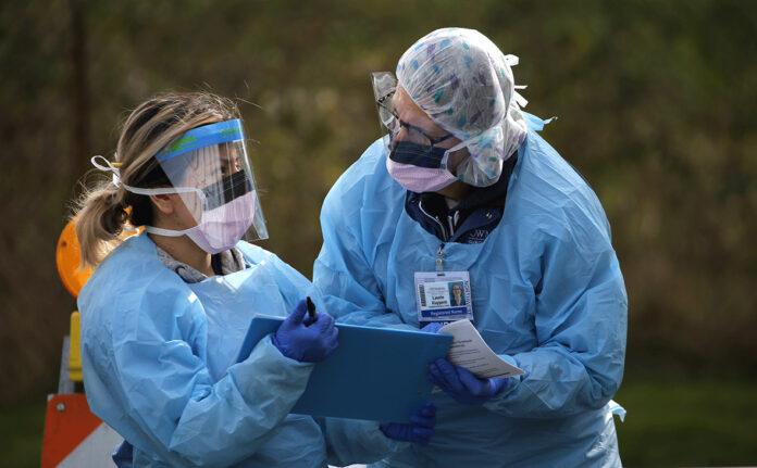 Кількість інфікованих коронавірусом в усьому світі перевищила 900 тисяч