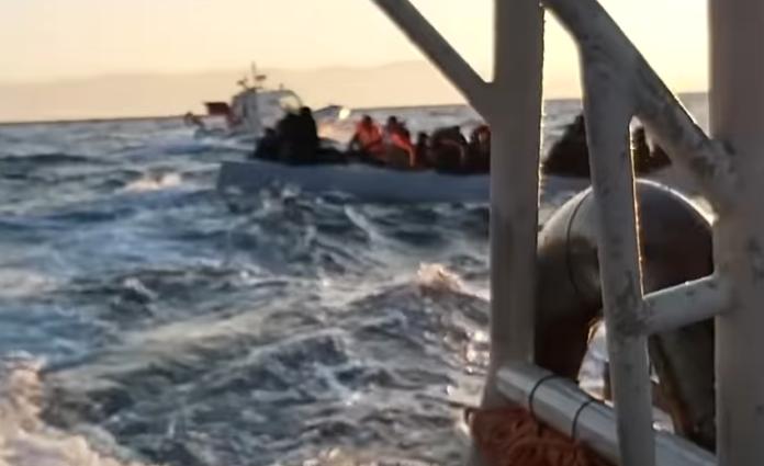 Лесбос: берегова охорона Греції зафіксувала, як їх турецькі колеги підштовхували човен з мігрантами в грецькі територіальні води