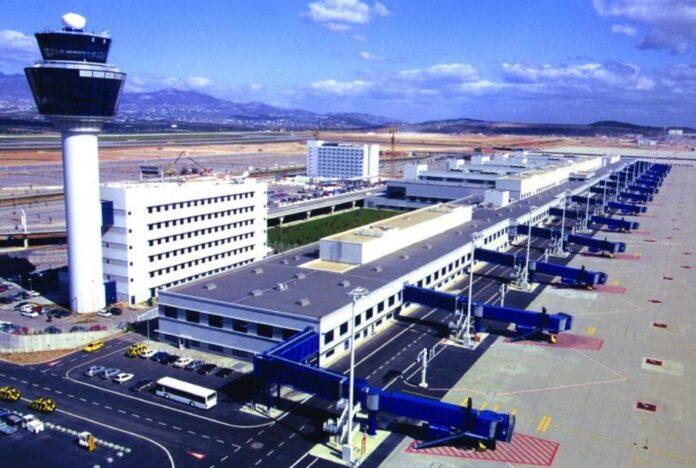 Пасажирообіг в міжнародному аеропорту Афін в березні знизився на 61,35%