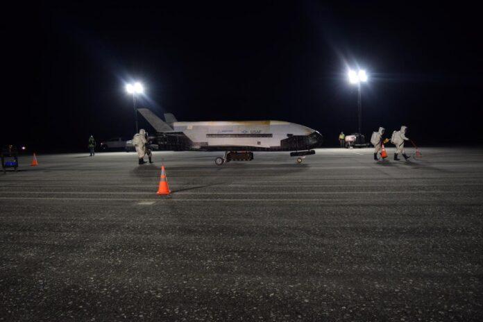 США запустять на орбіту секретний космічний літак X-37B