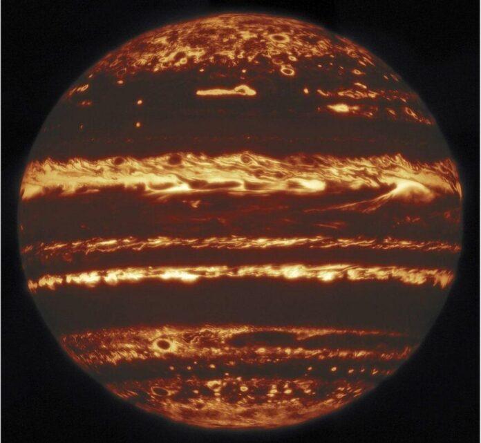 Астрономи зробили нові яскраві фото Юпітера
