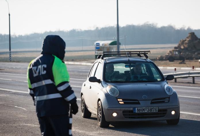 Сотні виписаних штрафів за порушення правил дорожнього руху і паркування