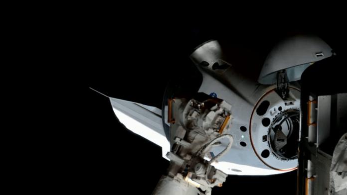 Корабель Маска Crew Dragon успішно зістикувався з МКС
