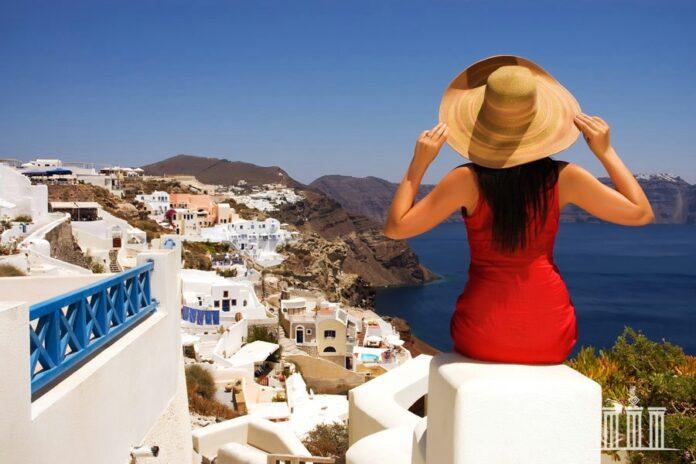 Перша хвиля туристів, які в'їжджають в Грецію, багато в чому визначить весь наступний курс прибуття
