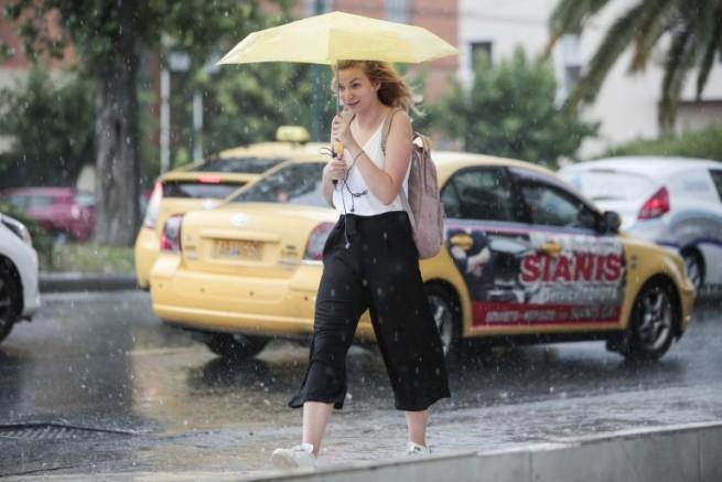 Після тижня безпрецедентною спеки у Греції очікуються зливові дощі і навіть град