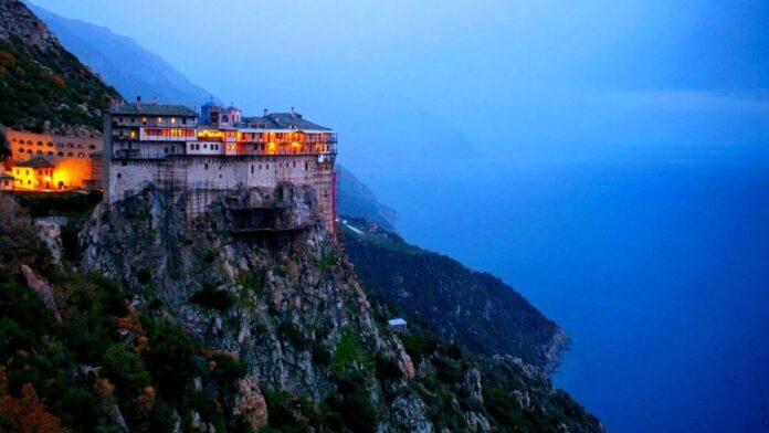В монастирі Святого Павла на горі Афон було виявлено не менше восьми випадків коронавірусу