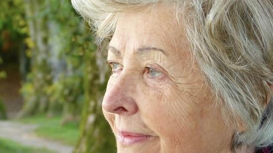Штучний інтелект навчили передбачати самотність літніх людей