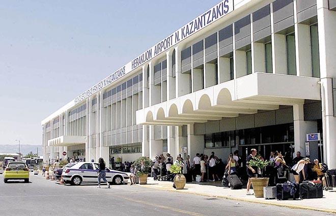 В державному аеропорту Іракліона були заарештовані 44 іноземця