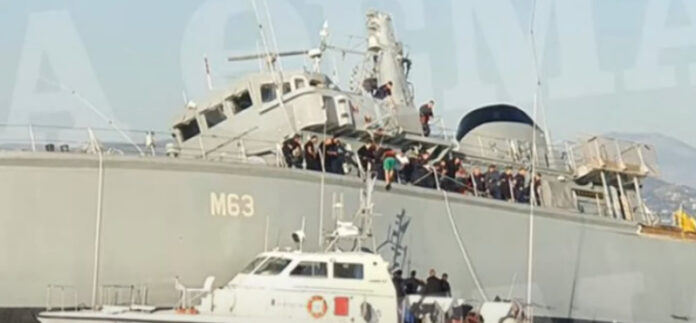 ВМФ Греції зіткнувся з контейнеровозом