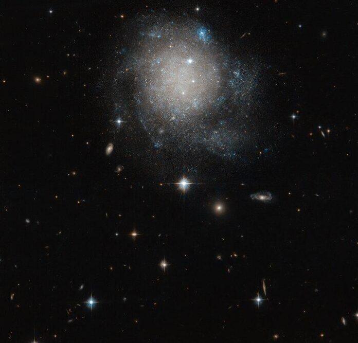 Хаббл сфотографував неймовірно красиву галактику